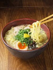 西新宿旅籠で、歓送迎会後の、〆の鶏白湯ラーメンは、いかがでしょうか?