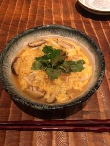 新宿個室居酒屋で春の魚、白魚の卵とじ