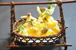 新宿個室居酒屋はたごで山菜の天ぷら盛合わせはいかがでしょうか