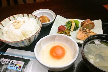 和食処の板前が仕上げた「京都丹波産の濃厚!箸でつかめる卵!で卵かけご飯朝食プラン<ハーフバイキング付>