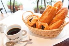 モーニング(朝食)・ランチ・夜カフェのご紹介。新宿駅西口から歩いて3分のかどやホテル