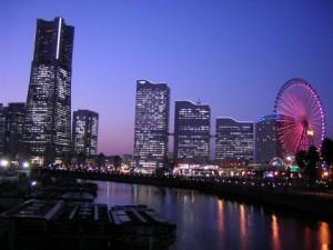 新宿から横浜へ、アクセス簡単!交通案内