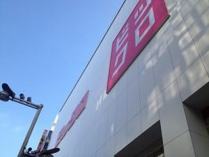 【新宿 街散歩】ビックロまで電車で1本・乗換えなし。新宿駅西口から3分かどやホテルより。